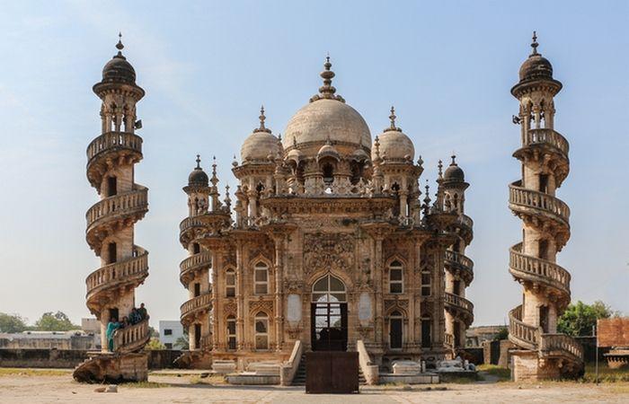 Невероятна архитектура: 10 уникални мавзолеи, че са поразителни в своята красота и днес