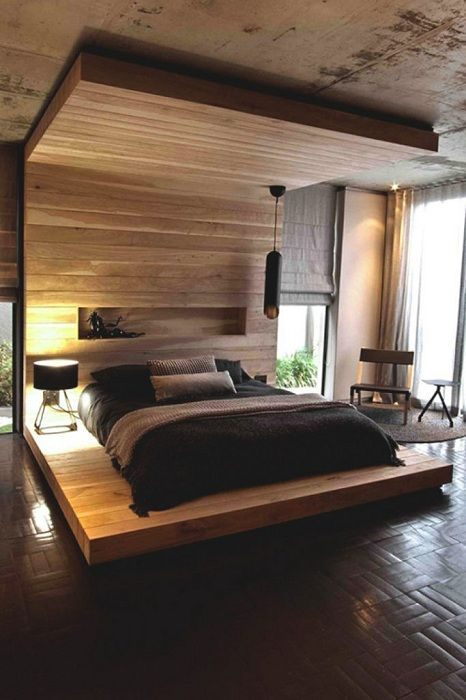 Cancel the situation in the bedroom was created with the help of a wooden platform bed.