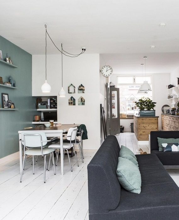 An interesting example of decorating the apartment with the help of a successful combination and a combined living and dining room.