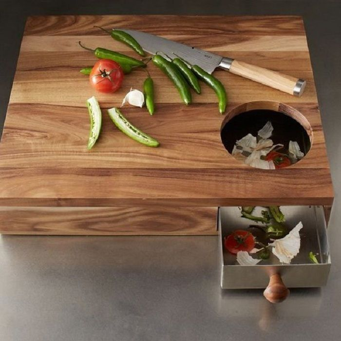 Easy cutting board with a container for the waste that will be the best friend in the kitchen.