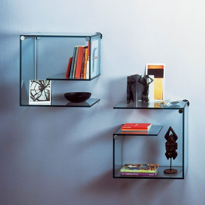 Shelves of glass - cost-effective solution for any interior.