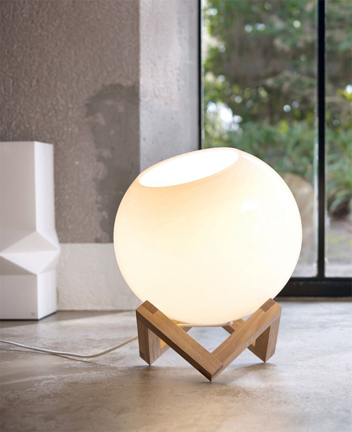 The ball floor lamp