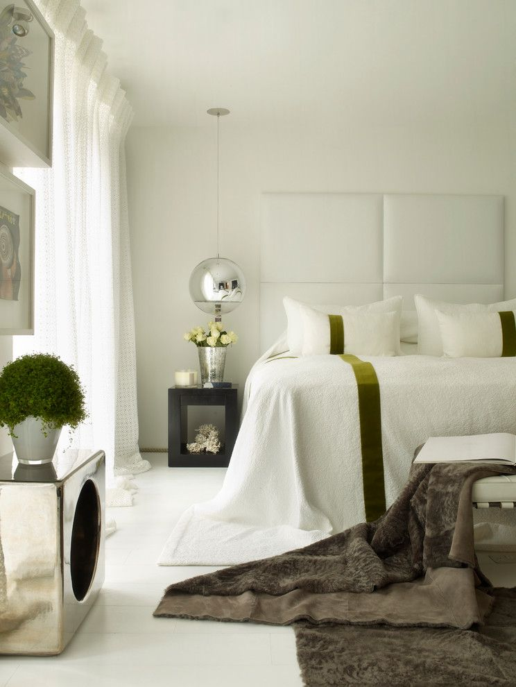 The ball pendant light bedroom interere by Kelly Hoppen London