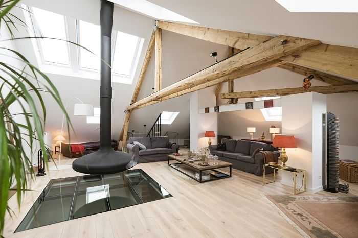 Very cool design of the living room under the attic, looks very cool and original.