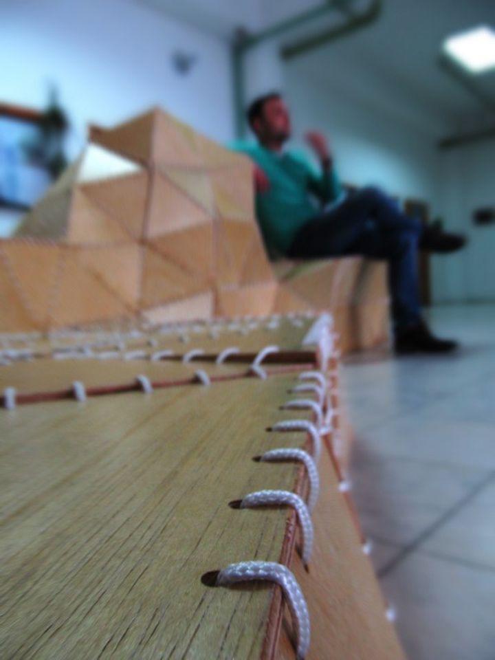 Удобна и оригинален: дървена пейка Оригами Forum от ModelArt Студио дизайнери