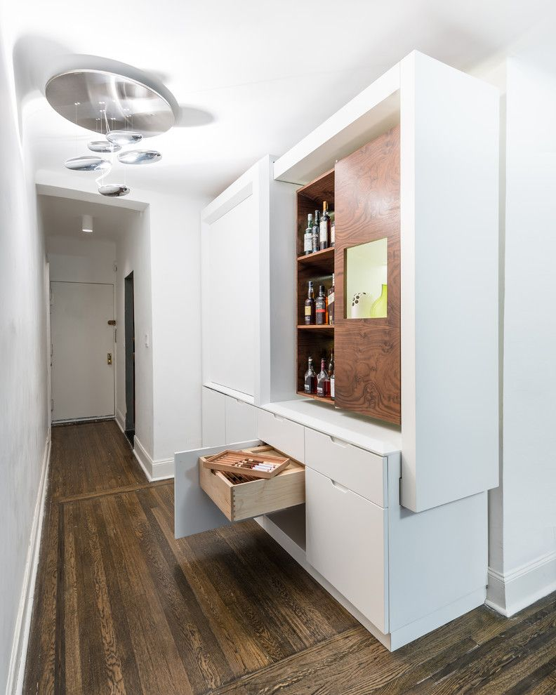 Уникални мебели-трансформатор в коридора