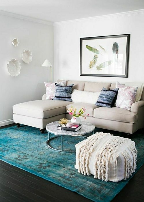 A nice option to arrange the living room by a skillful selection of the color palette.