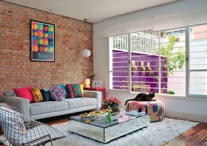 To cancel the decision to equip the living room with a wall refined brickwork.