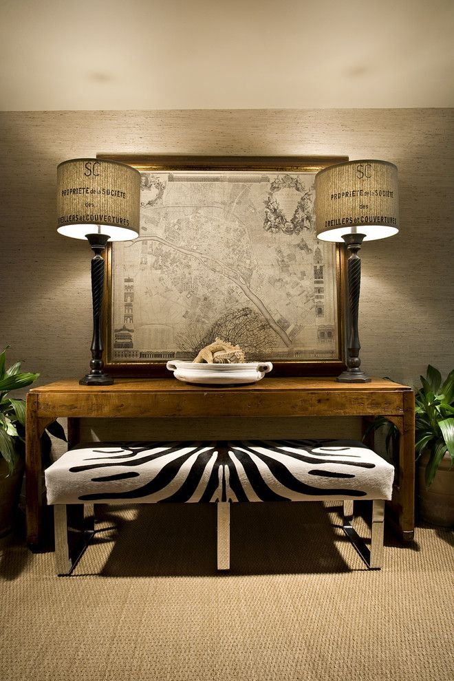 Elegant table lamp with a print in the interior