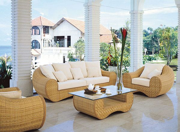 Изборът на мебели за вътрешния двор - с класически дизайн: метал и плетените мебели