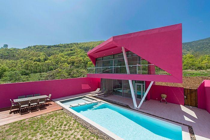 Животът в розово: вила в ярки цветове