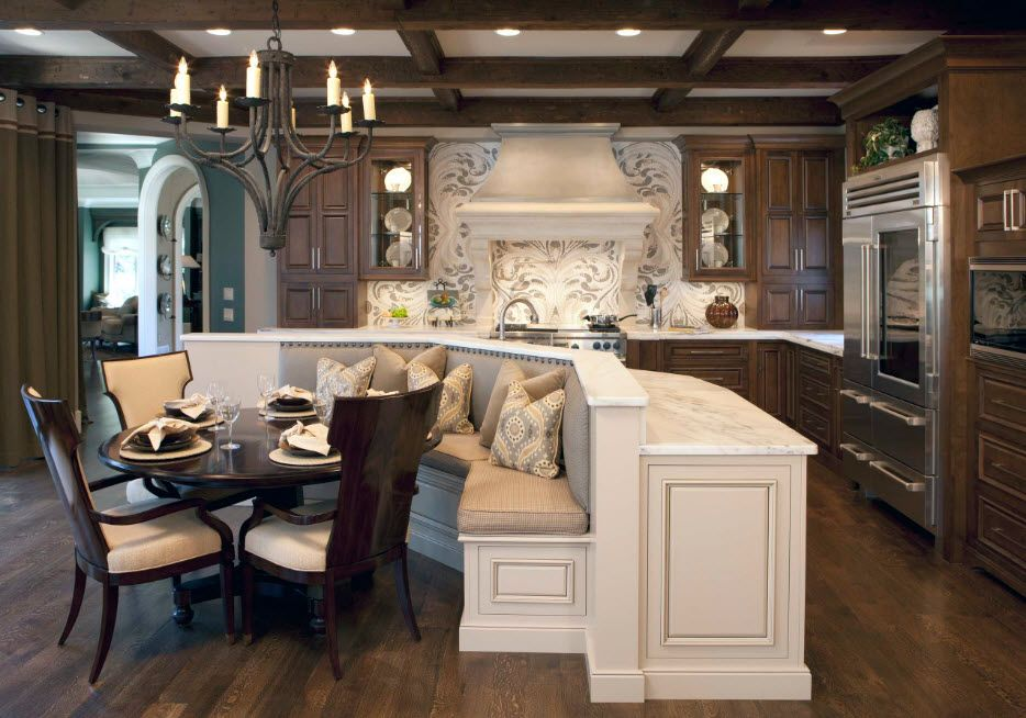 Zoning in a spacious kitchen
