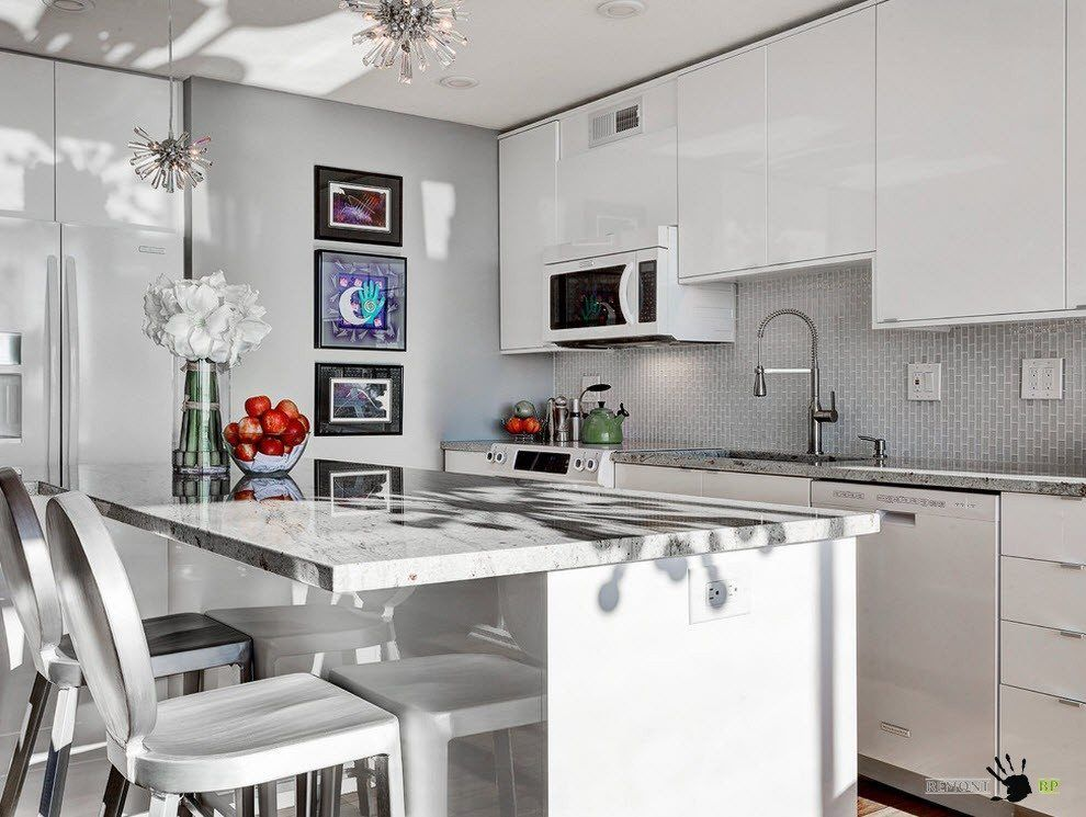 Small kitchen in gray tones