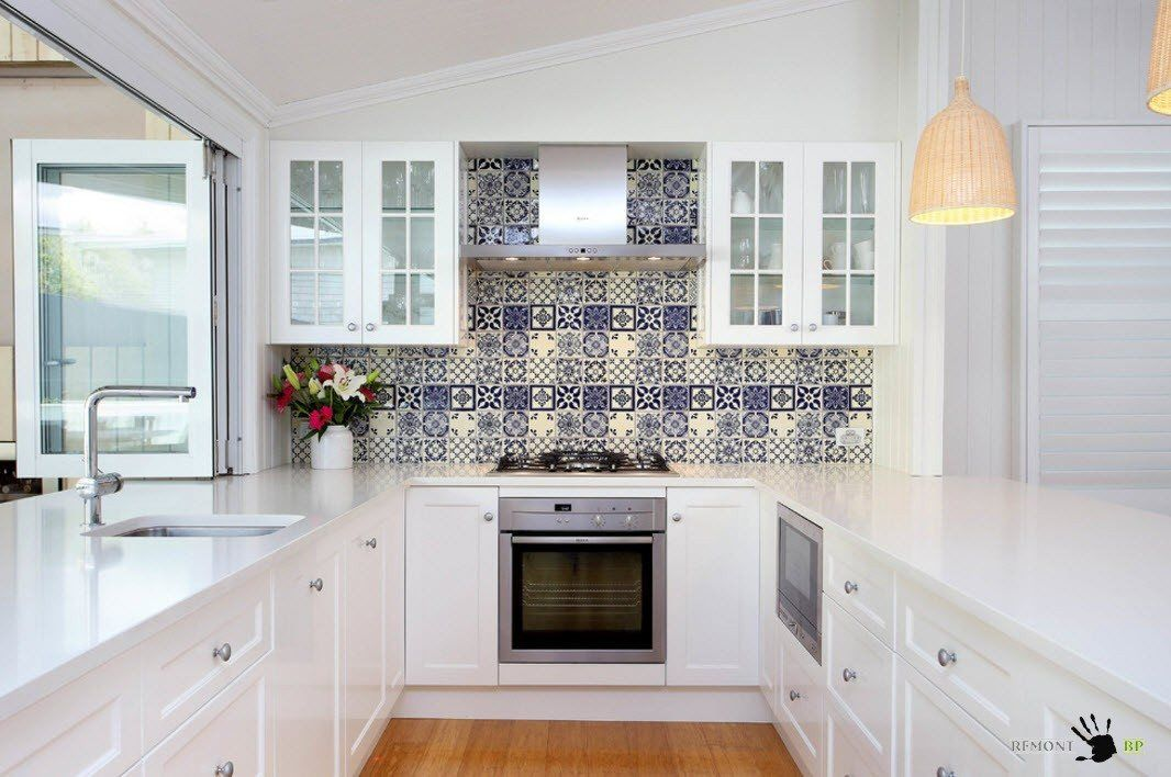 Attractive apron for white kitchen