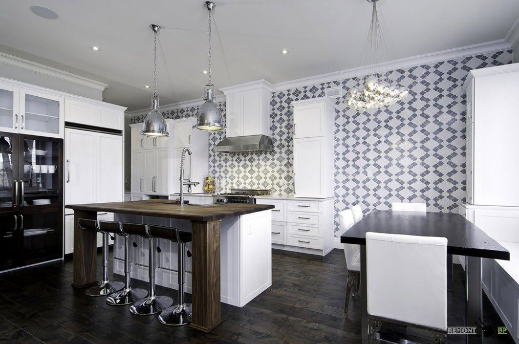 Variegated wall in a spacious kitchen