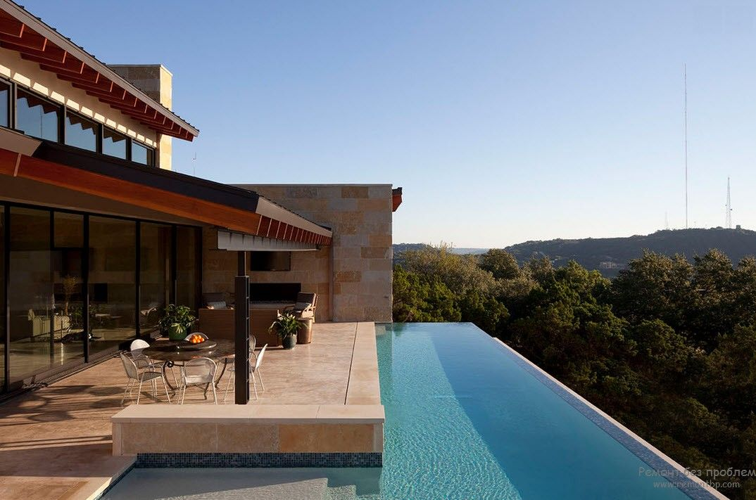 Very impressive design of the pool near the house with a luxurious view