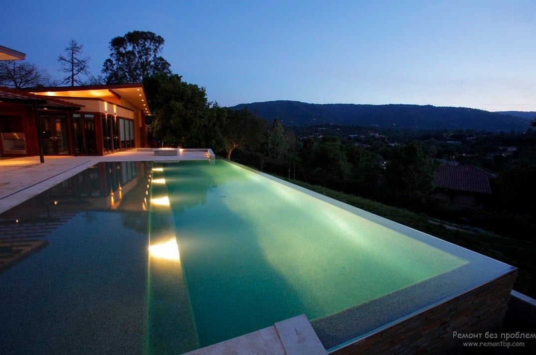 Chic swimming pool design in a country house