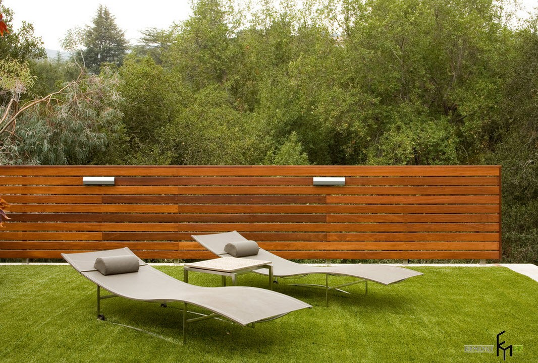 Fence from horizontal boards