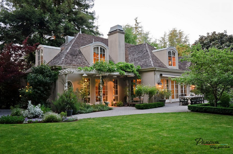 Красиви къщи: стилни и модерни къщи екстериорни страни