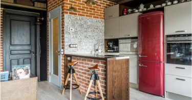 Kjøkken 6 kvadratmeter. m kjøleskap: mange muligheter for en vakker og funksjonell design på bildet