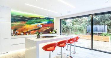 Slik lager kjøkkenet moderne, stilig og spesiell: et kjøkkenforkle med fotoutskrifter