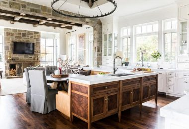 Kjøkkenet med mørke gulv er en vakker, interessant og stilig løsning i en klassisk og moderne design.