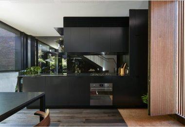 Speil i kjøkkeninnredningen: hemmelighetene til forvandlingen av rommet